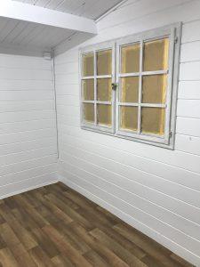 Holzhütte von innen Weiß